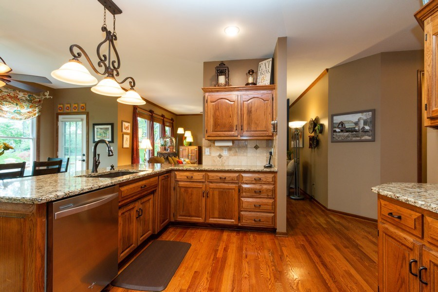 Real Estate Photography - 15238 Hemlcok St, Overland Park, KS, 66223 - Kitchen