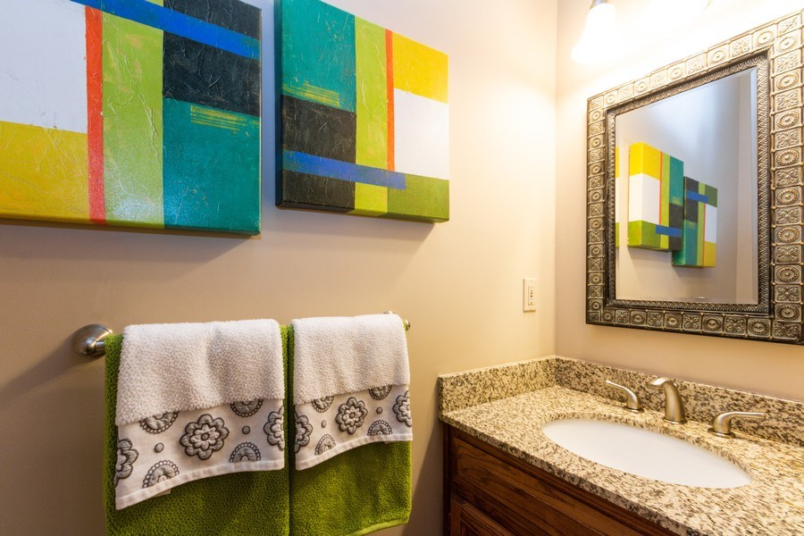 Real Estate Photography - 15238 Hemlcok St, Overland Park, KS, 66223 - Half Bath