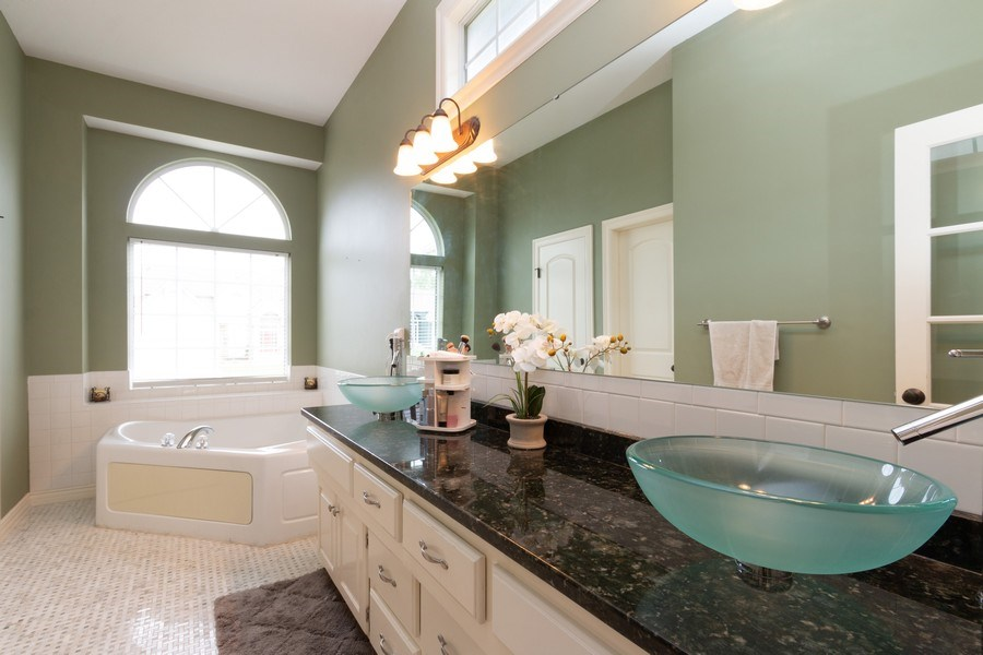Real Estate Photography - 1013 SW Whistle Drive, Lee's Summit, MO, 64082 - Luxurious Master Bath