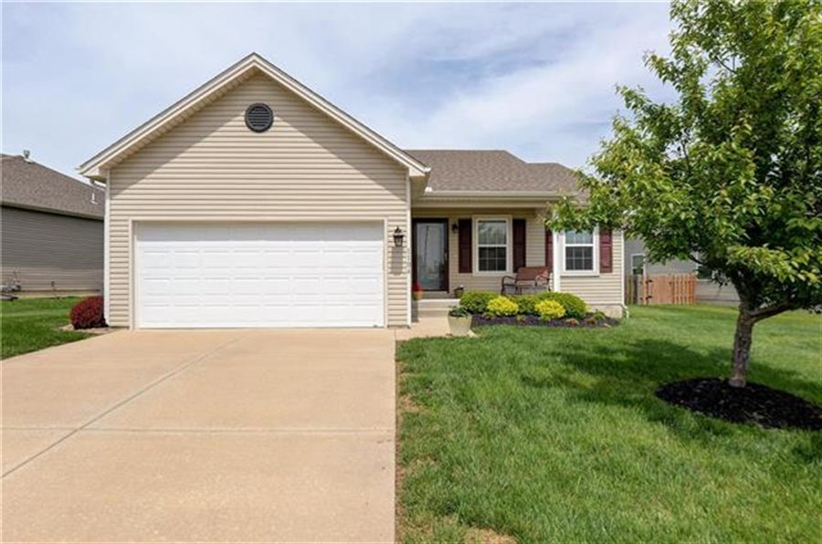 Real Estate Photography - 1104 SW Blackpool Dr, Lees Summit, MO, 64083 - Location 1