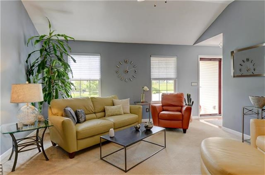 Real Estate Photography - 1104 SW Blackpool Dr, Lees Summit, MO, 64083 - Location 6