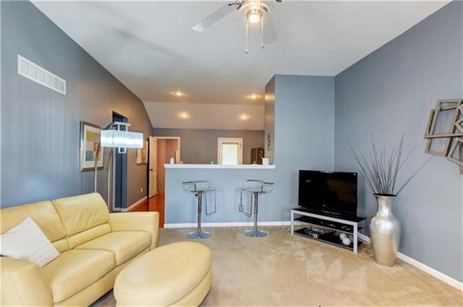 Real Estate Photography - 1104 SW Blackpool Dr, Lees Summit, MO, 64083 - Location 9