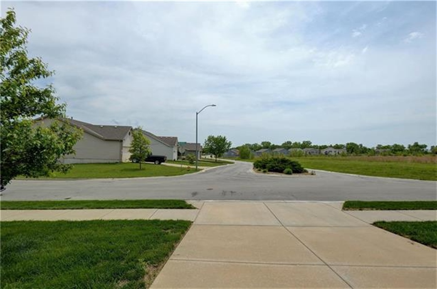 Real Estate Photography - 1104 SW Blackpool Dr, Lees Summit, MO, 64083 -