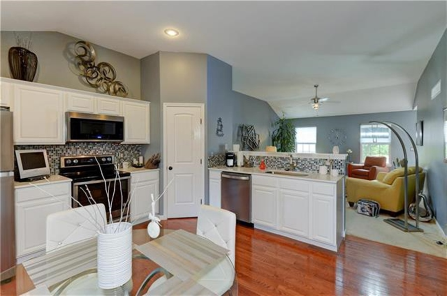 Real Estate Photography - 1104 SW Blackpool Dr, Lees Summit, MO, 64083 - Location 14