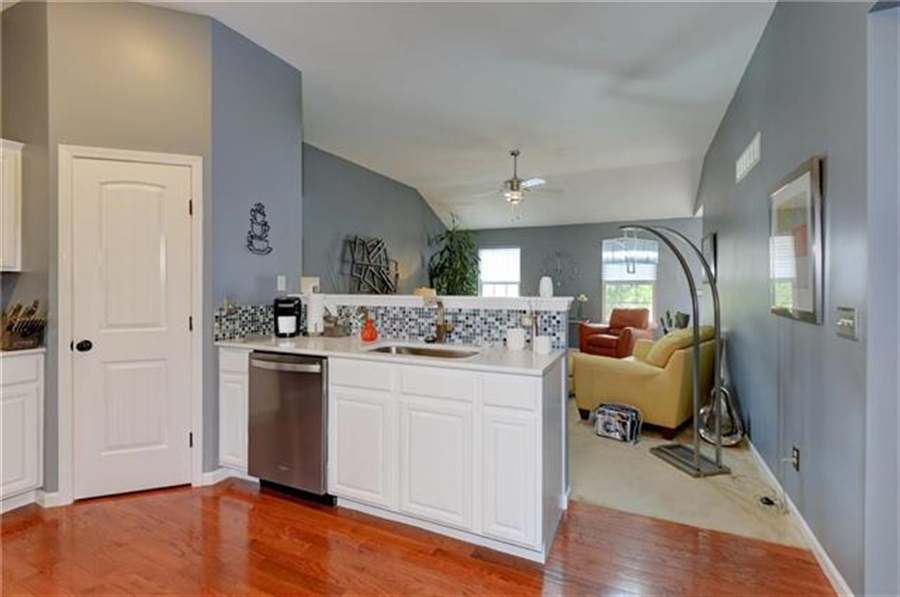 Real Estate Photography - 1104 SW Blackpool Dr, Lees Summit, MO, 64083 - Location 16