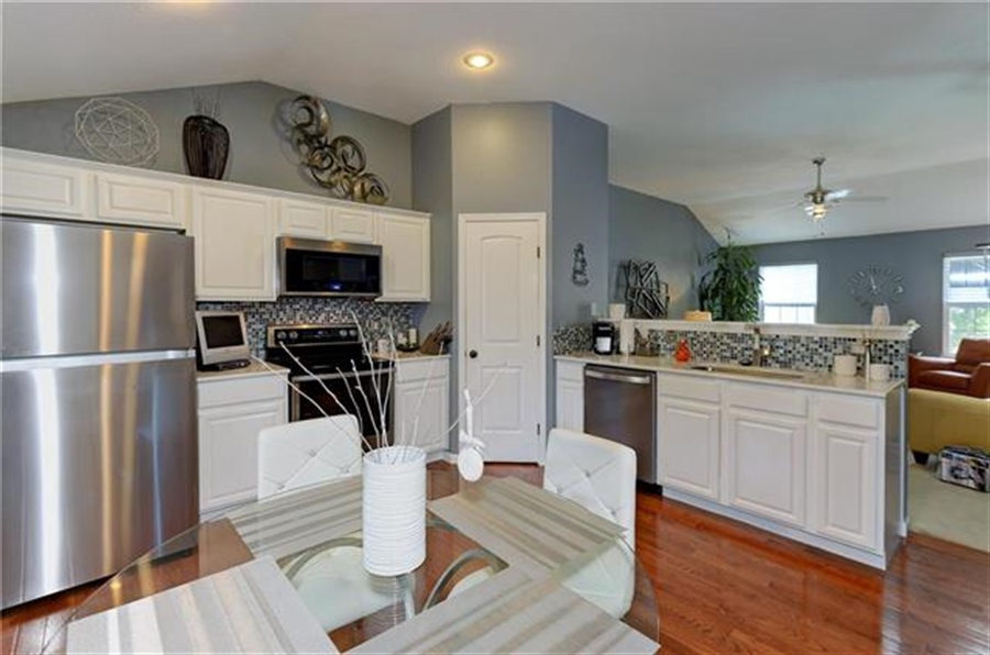 Real Estate Photography - 1104 SW Blackpool Dr, Lees Summit, MO, 64083 - Location 18