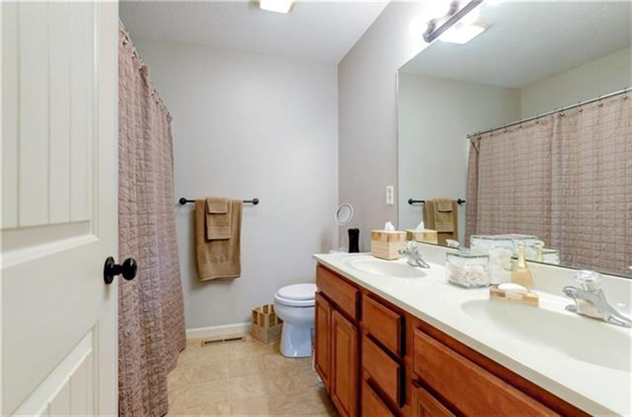 Real Estate Photography - 1104 SW Blackpool Dr, Lees Summit, MO, 64083 - Location 28
