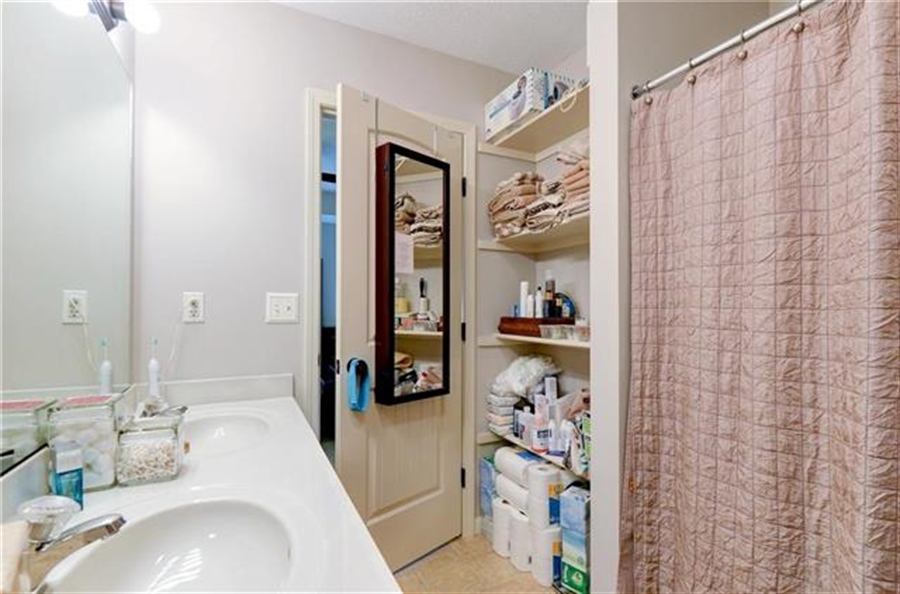 Real Estate Photography - 1104 SW Blackpool Dr, Lees Summit, MO, 64083 - Location 30