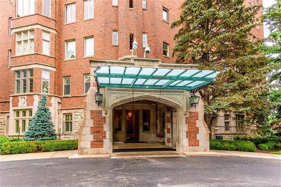 Real Estate Photography - 5049 Wornall Rd UNIT 10, 11AB, Kansas City, MO, 64112 - Location 2