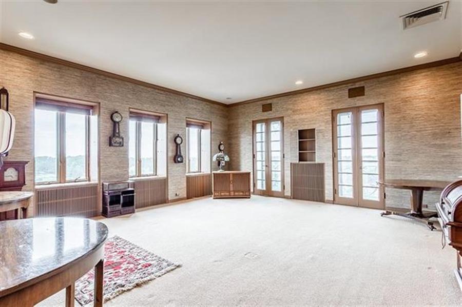 Real Estate Photography - 5049 Wornall Rd UNIT 10, 11AB, Kansas City, MO, 64112 - Location 8