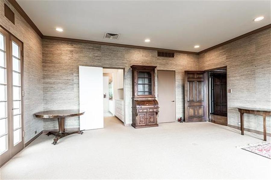 Real Estate Photography - 5049 Wornall Rd UNIT 10, 11AB, Kansas City, MO, 64112 - Location 9