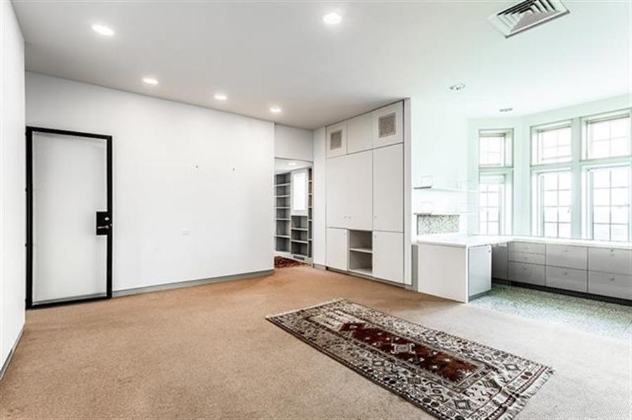Real Estate Photography - 5049 Wornall Rd UNIT 10, 11AB, Kansas City, MO, 64112 - Location 10