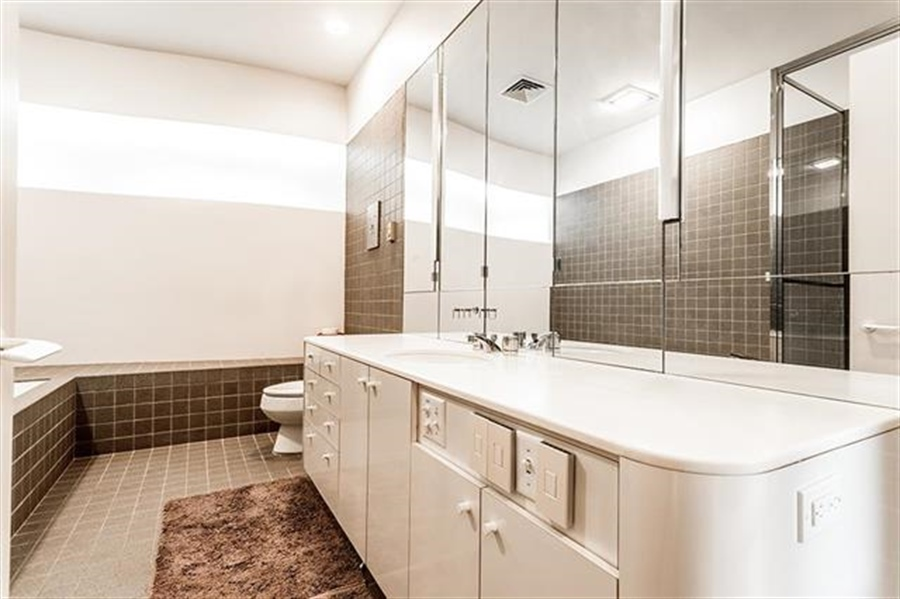 Real Estate Photography - 5049 Wornall Rd UNIT 10, 11AB, Kansas City, MO, 64112 - Location 15