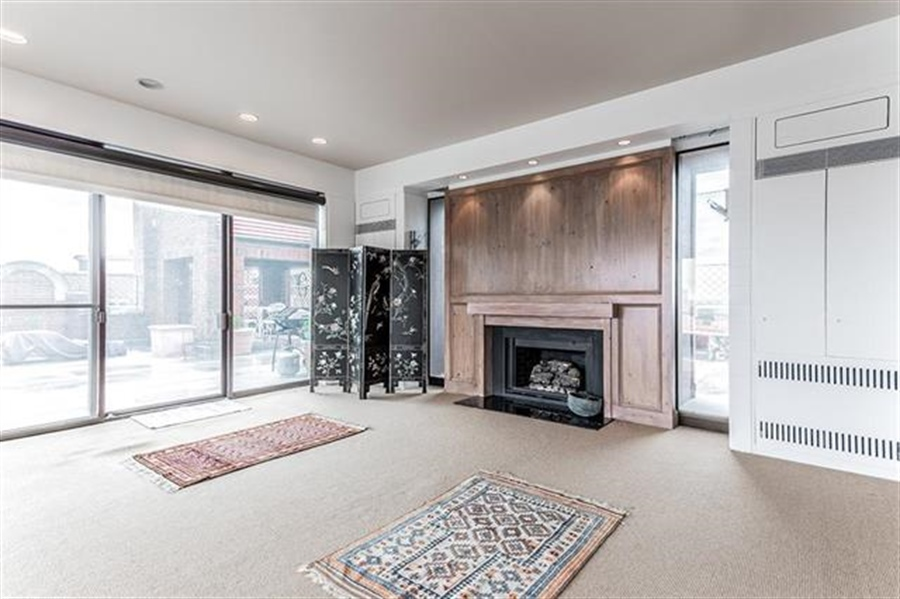 Real Estate Photography - 5049 Wornall Rd UNIT 10, 11AB, Kansas City, MO, 64112 - Location 17