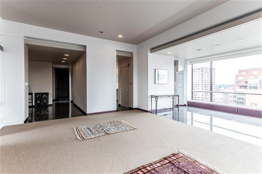 Real Estate Photography - 5049 Wornall Rd UNIT 10, 11AB, Kansas City, MO, 64112 - Location 18