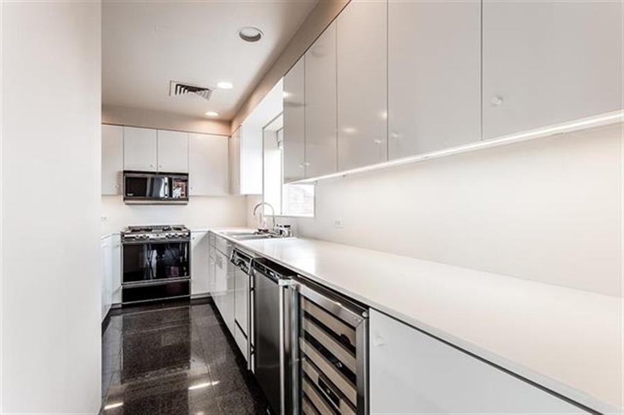 Real Estate Photography - 5049 Wornall Rd UNIT 10, 11AB, Kansas City, MO, 64112 - Location 19