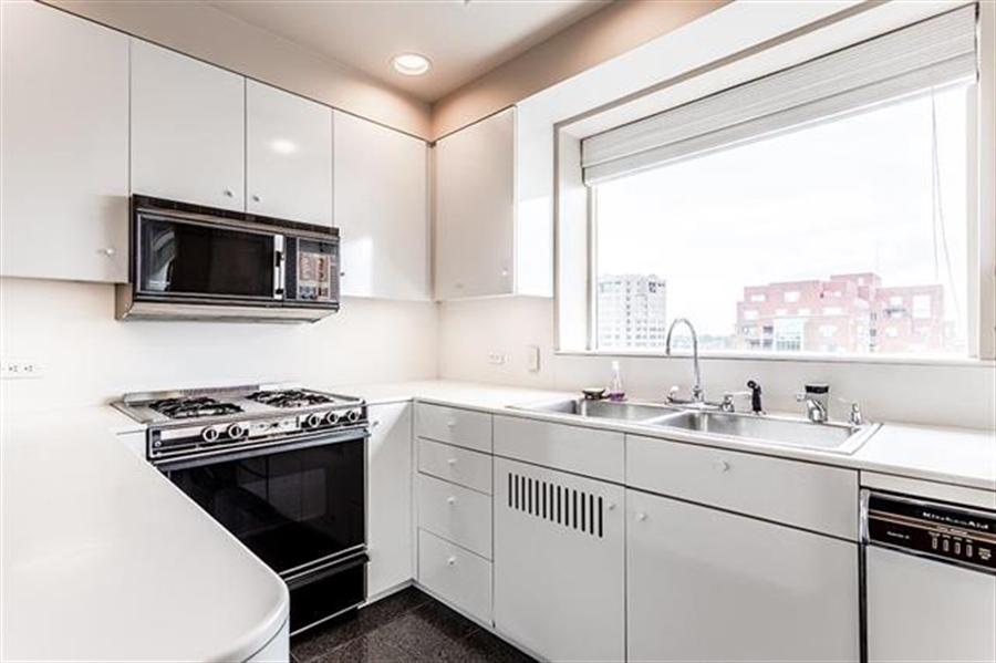 Real Estate Photography - 5049 Wornall Rd UNIT 10, 11AB, Kansas City, MO, 64112 - Location 20
