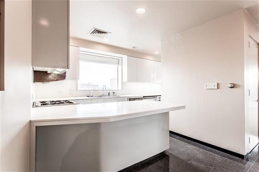 Real Estate Photography - 5049 Wornall Rd UNIT 10, 11AB, Kansas City, MO, 64112 - Location 21