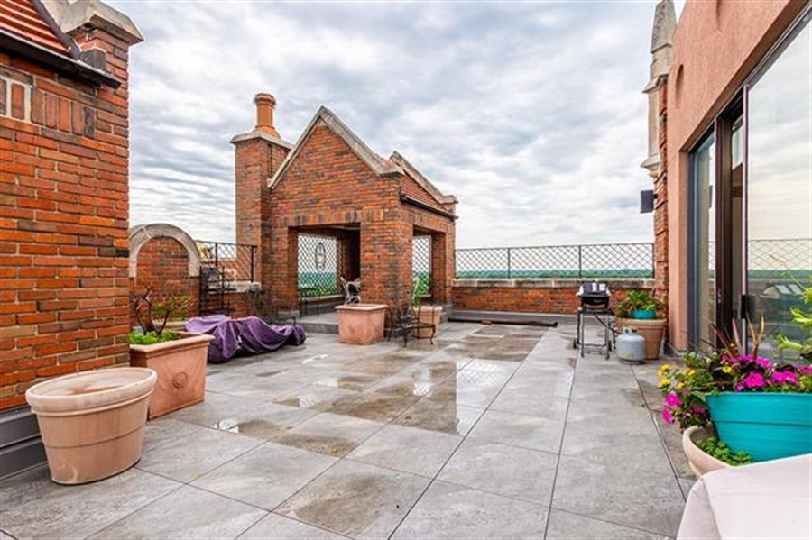 Real Estate Photography - 5049 Wornall Rd UNIT 10, 11AB, Kansas City, MO, 64112 - Location 23