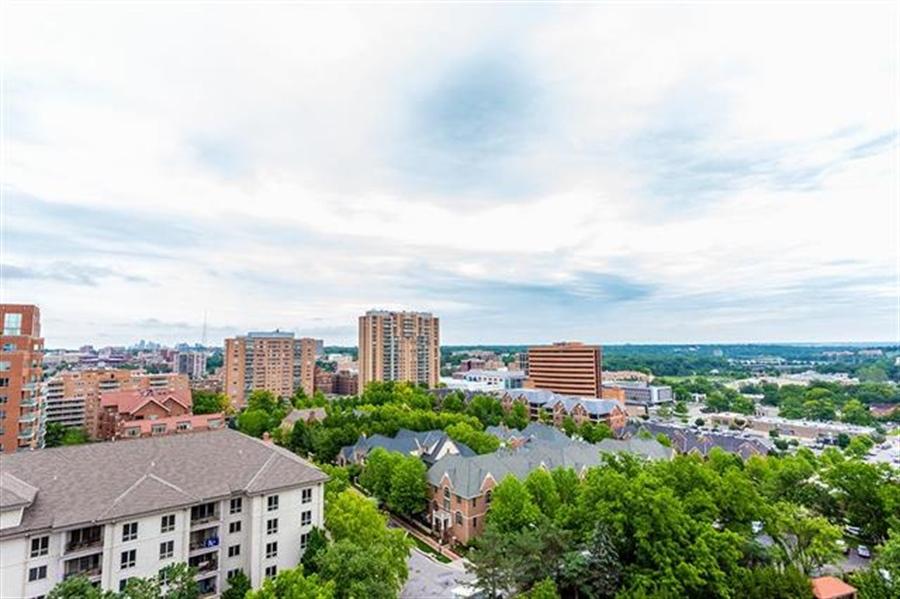 Real Estate Photography - 5049 Wornall Rd UNIT 10, 11AB, Kansas City, MO, 64112 - Location 26