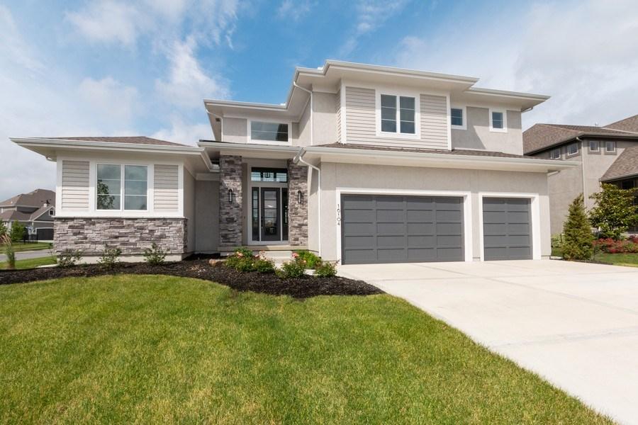 Real Estate Photography - 16104 Melrose St., Overland Park, KS, 66221 - Front View