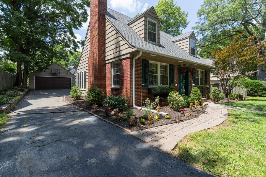 Real Estate Photography - 6822 Cherry Street, Kansas City, MO, 64131 - Front View