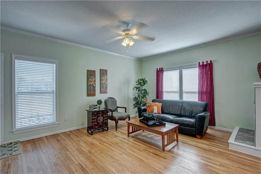 Real Estate Photography - 21918 W 121st St, Olathe, KS, 66061 - Location 10