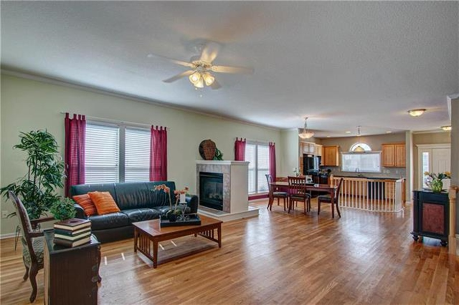 Real Estate Photography - 21918 W 121st St, Olathe, KS, 66061 - Location 12