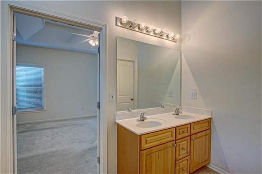 Real Estate Photography - 21918 W 121st St, Olathe, KS, 66061 - Location 15