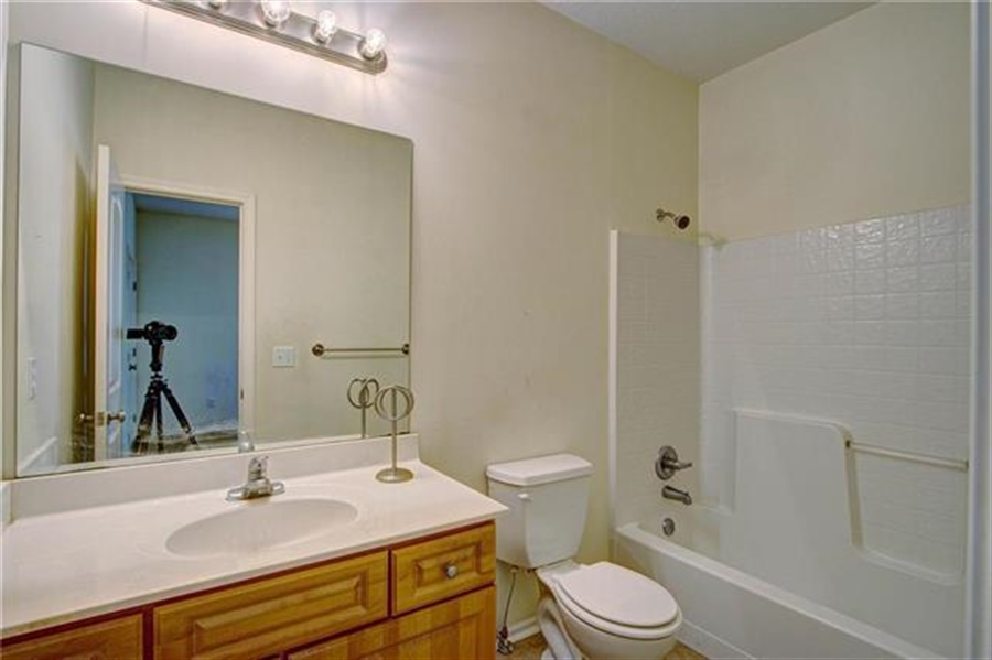 Real Estate Photography - 21918 W 121st St, Olathe, KS, 66061 - Location 18