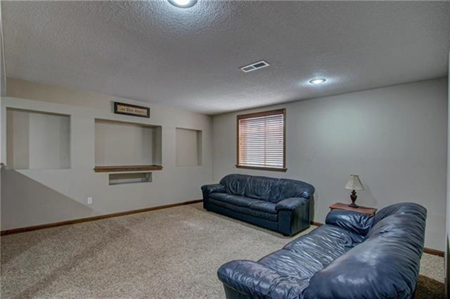 Real Estate Photography - 21918 W 121st St, Olathe, KS, 66061 - Location 19