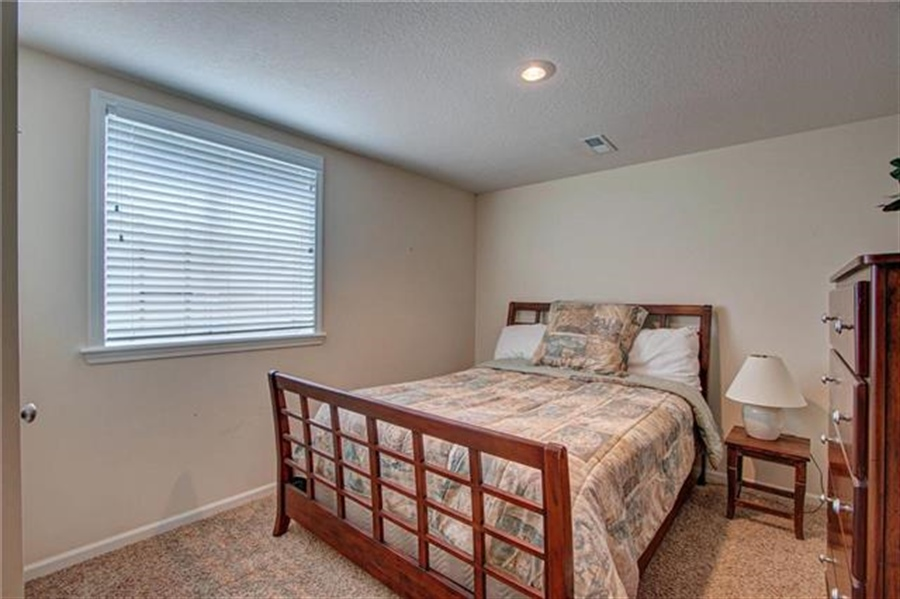 Real Estate Photography - 21918 W 121st St, Olathe, KS, 66061 - Location 22