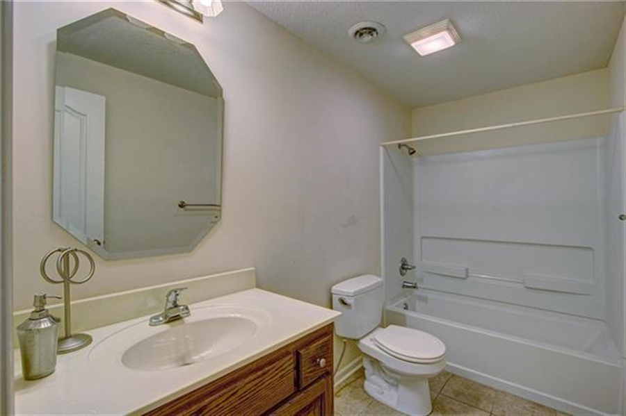 Real Estate Photography - 21918 W 121st St, Olathe, KS, 66061 - Location 23