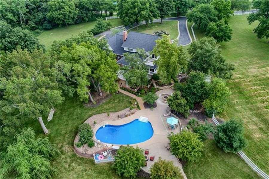 Real Estate Photography - 17704 S Rolling Hills Rd, Belton, MO, 64012 - Location 6