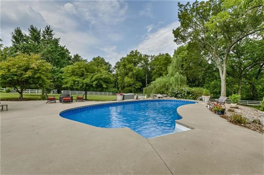 Real Estate Photography - 17704 S Rolling Hills Rd, Belton, MO, 64012 - Location 7