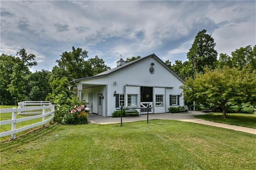 Real Estate Photography - 17704 S Rolling Hills Rd, Belton, MO, 64012 - Location 8