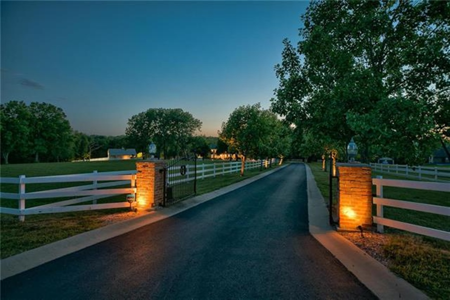 Real Estate Photography - 17704 S Rolling Hills Rd, Belton, MO, 64012 - Location 14