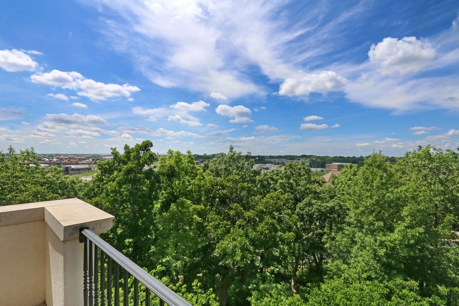 Real Estate Photography - 11521 Pawnee Circle, Leawood, KS, 66211 - View