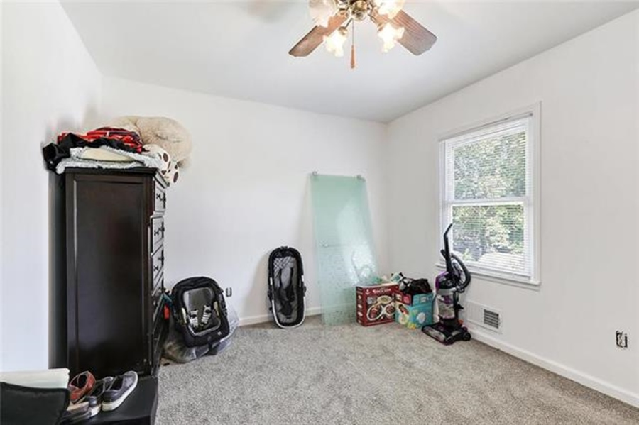 Real Estate Photography - 6201 N Topping Ave, Kansas City, MO, 64119 - Location 9