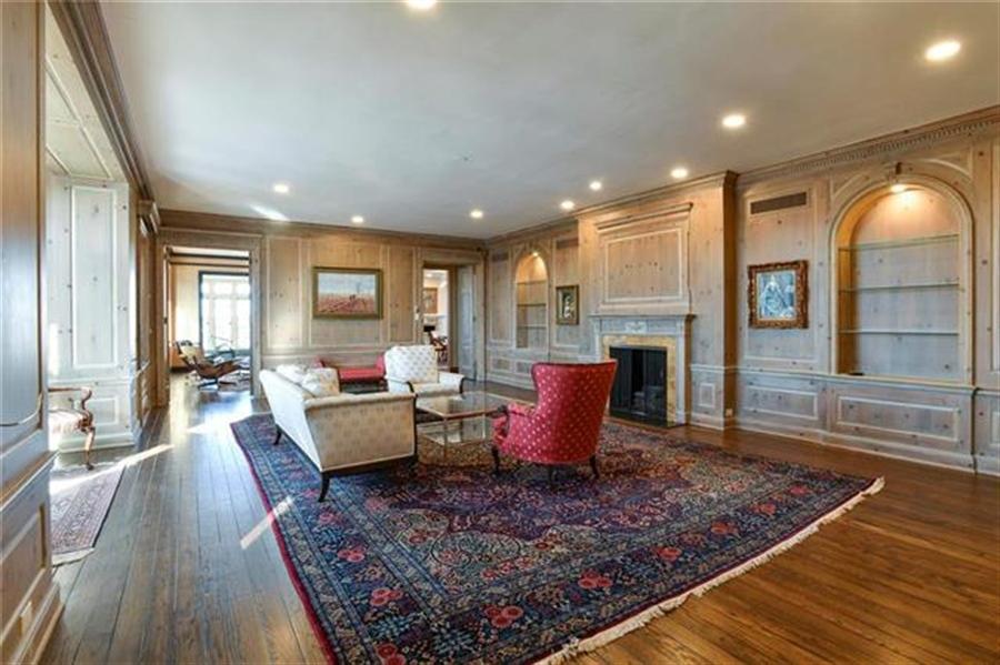 Real Estate Photography - 5049 Wornall Rd, Unit 7Ab, Kansas City, MO, 64112 - Location 3
