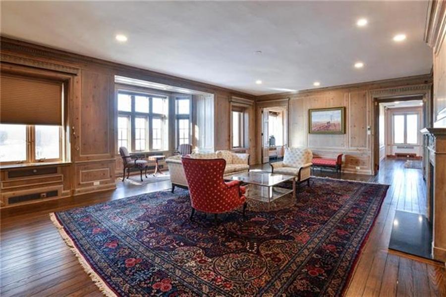 Real Estate Photography - 5049 Wornall Rd, Unit 7Ab, Kansas City, MO, 64112 - Location 4