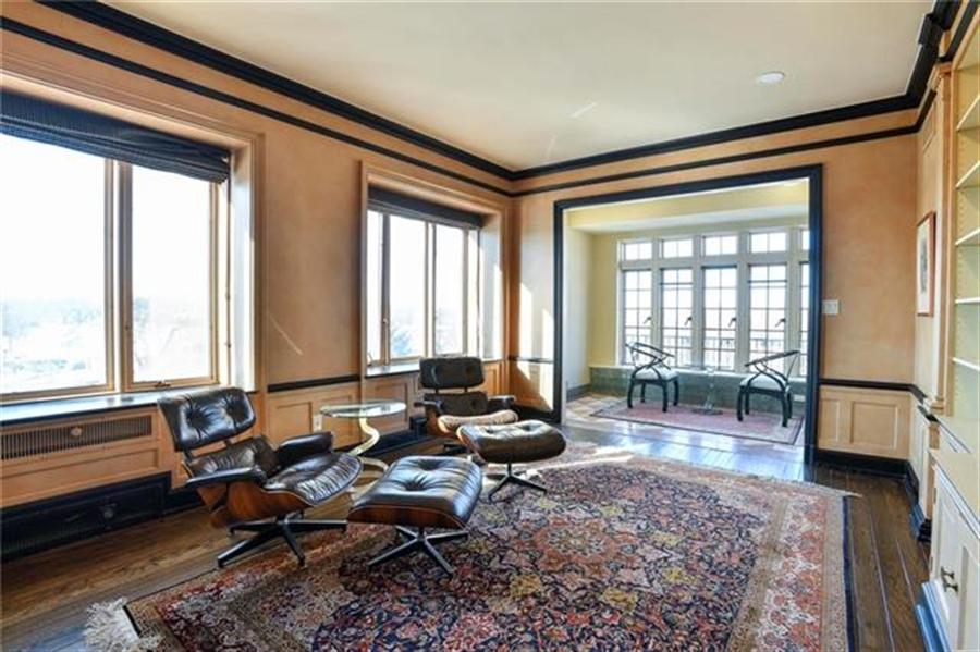 Real Estate Photography - 5049 Wornall Rd, Unit 7Ab, Kansas City, MO, 64112 - Location 6