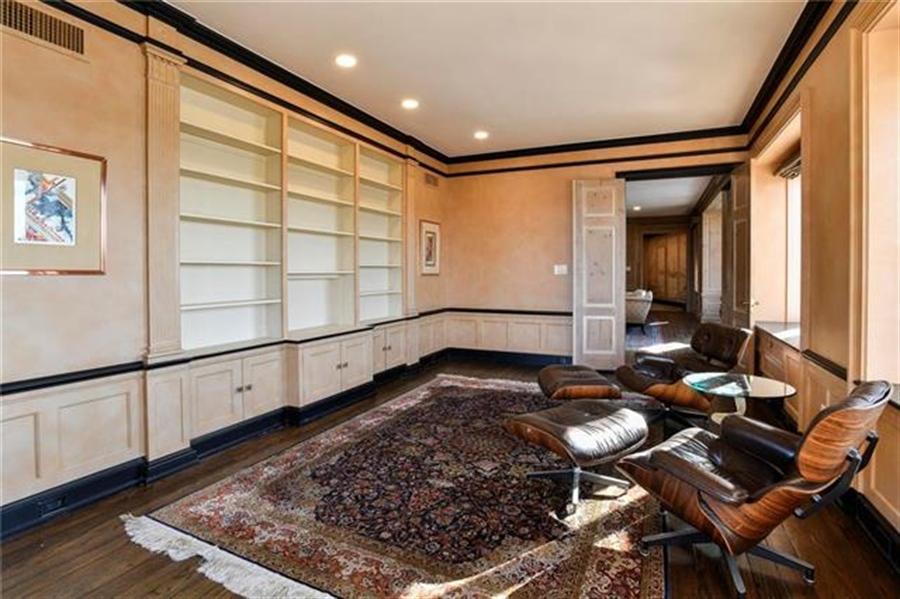 Real Estate Photography - 5049 Wornall Rd, Unit 7Ab, Kansas City, MO, 64112 - Location 7