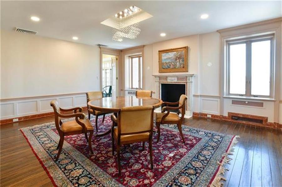 Real Estate Photography - 5049 Wornall Rd, Unit 7Ab, Kansas City, MO, 64112 - Location 8