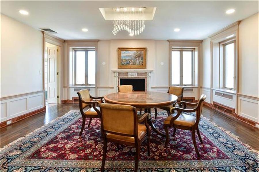 Real Estate Photography - 5049 Wornall Rd, Unit 7Ab, Kansas City, MO, 64112 - Location 9