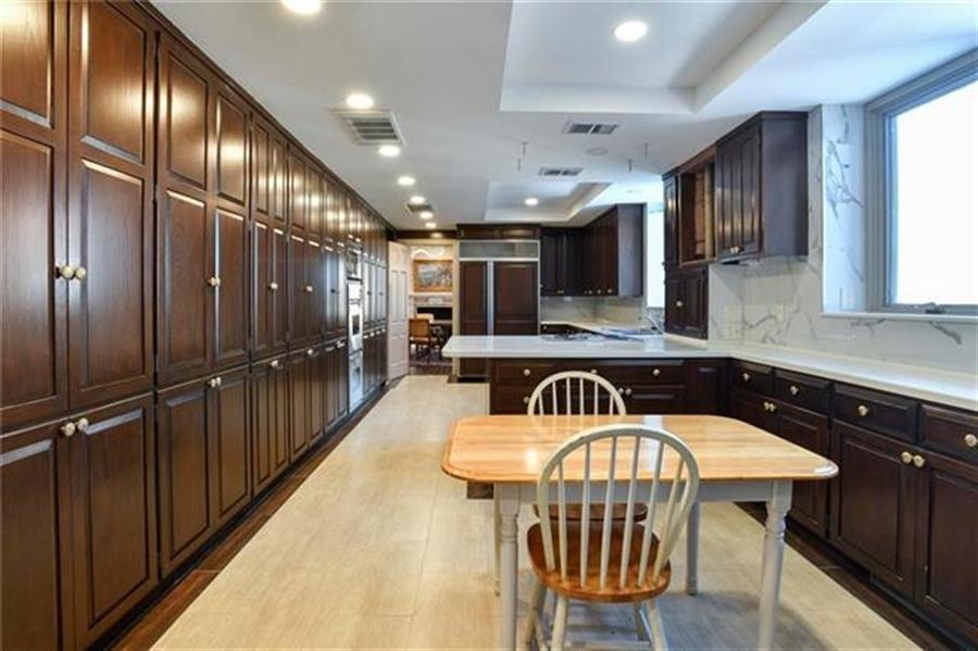 Real Estate Photography - 5049 Wornall Rd, Unit 7Ab, Kansas City, MO, 64112 - Location 11