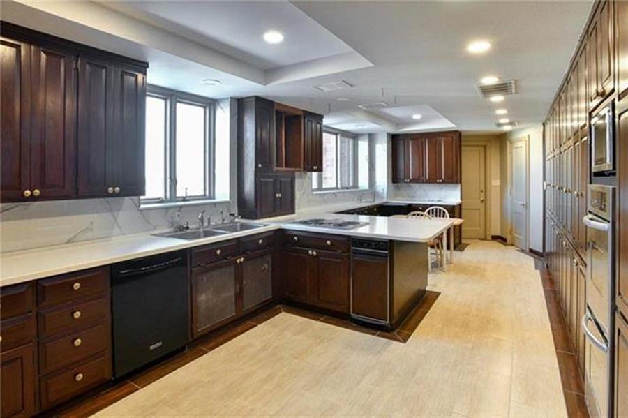 Real Estate Photography - 5049 Wornall Rd, Unit 7Ab, Kansas City, MO, 64112 - Location 13