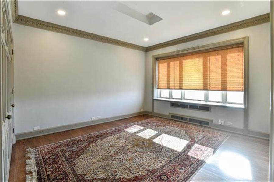 Real Estate Photography - 5049 Wornall Rd, Unit 7Ab, Kansas City, MO, 64112 - Location 14