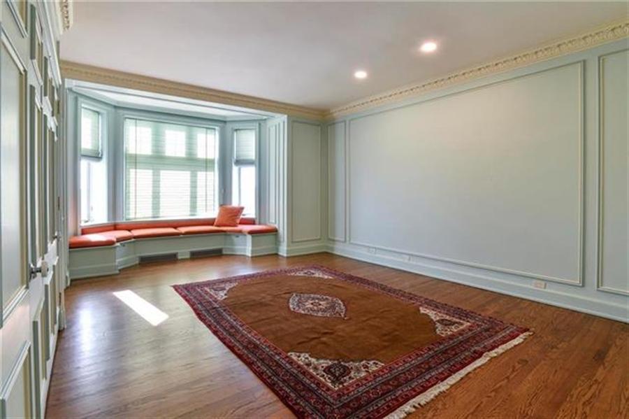 Real Estate Photography - 5049 Wornall Rd, Unit 7Ab, Kansas City, MO, 64112 - Location 16