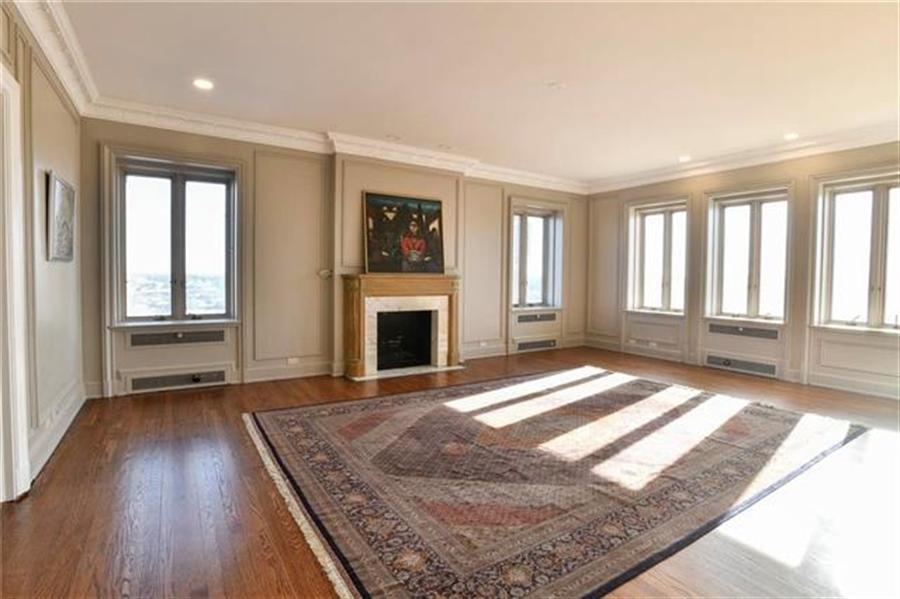 Real Estate Photography - 5049 Wornall Rd, Unit 7Ab, Kansas City, MO, 64112 - Location 17